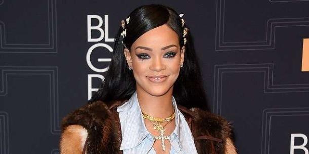 GIVING BACK: Rihanna